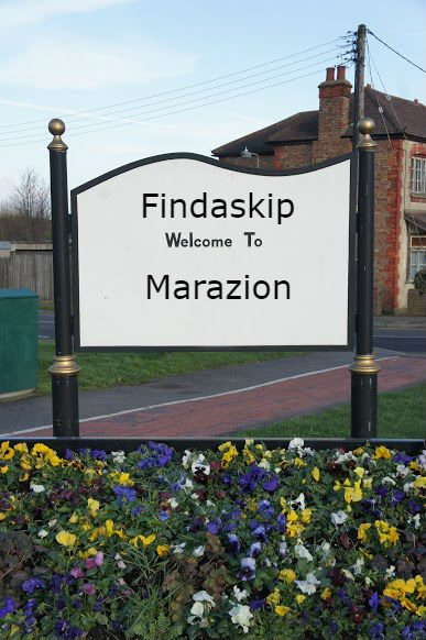 findaskip welcome town sign of marazion