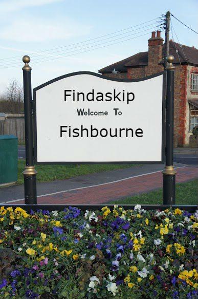 findaskip town sign of fishbourne