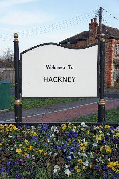 findaskip welcome town sign of hackney