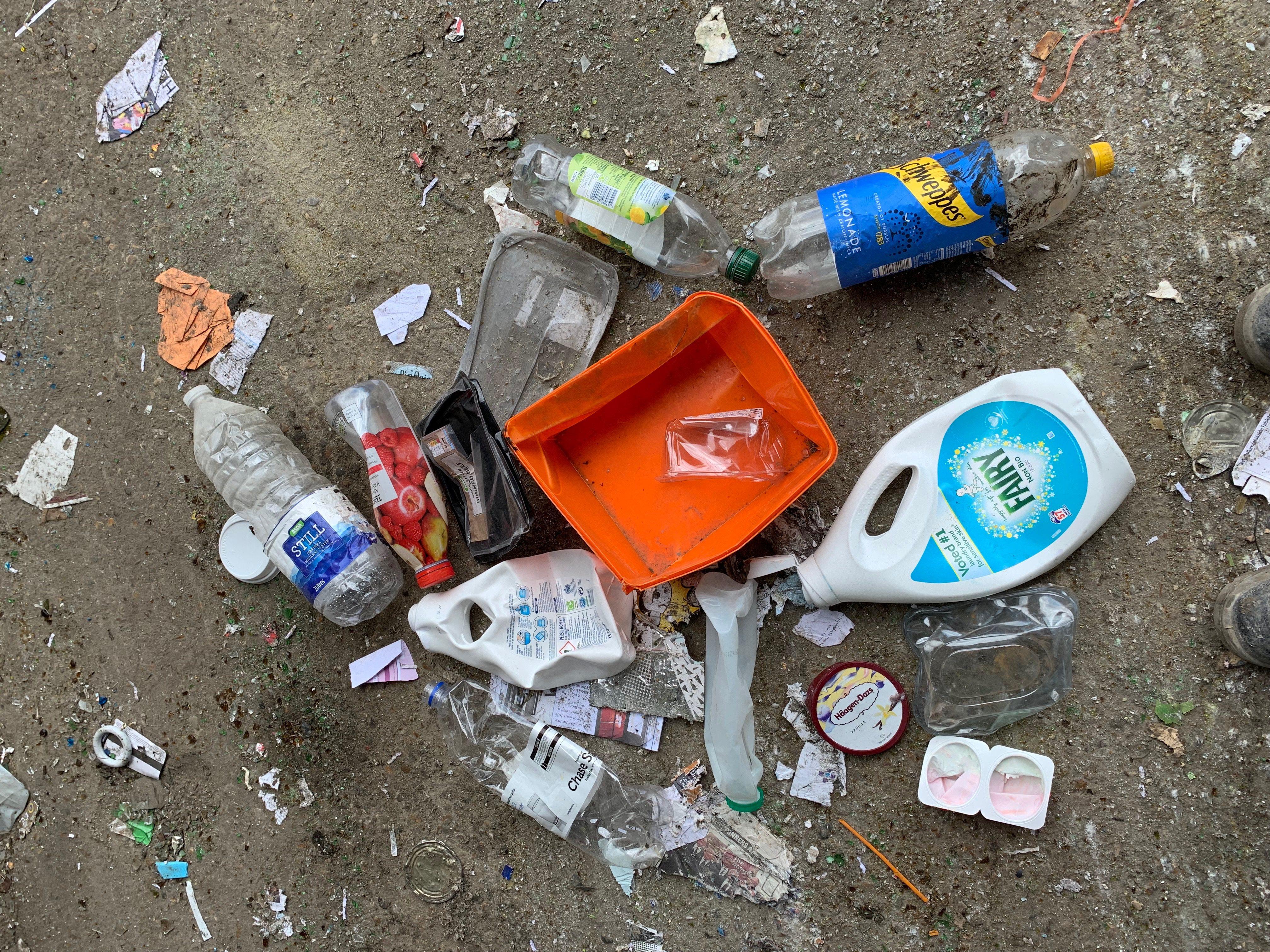 Findaskip pile of single plastics