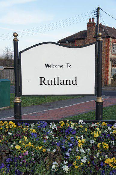 Findaskip welcome sign for skip hire in rutland